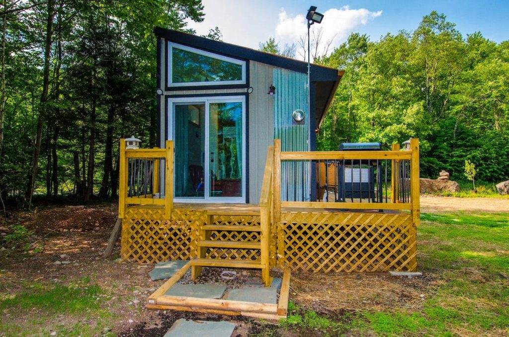 The exterior of a small, modern tiny house in New York in the Catskills region.