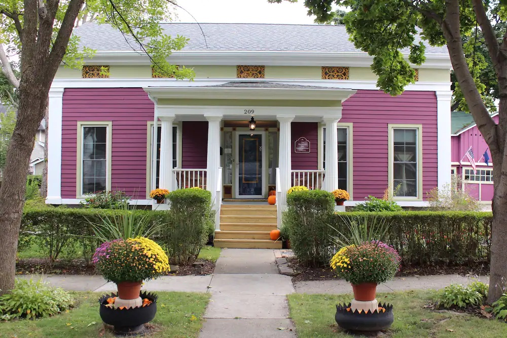 the bright pink, Greek-Revival style exterior of the Blackberry Inn Bed and Breakfast.